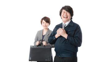 営業マン風の男性と女性